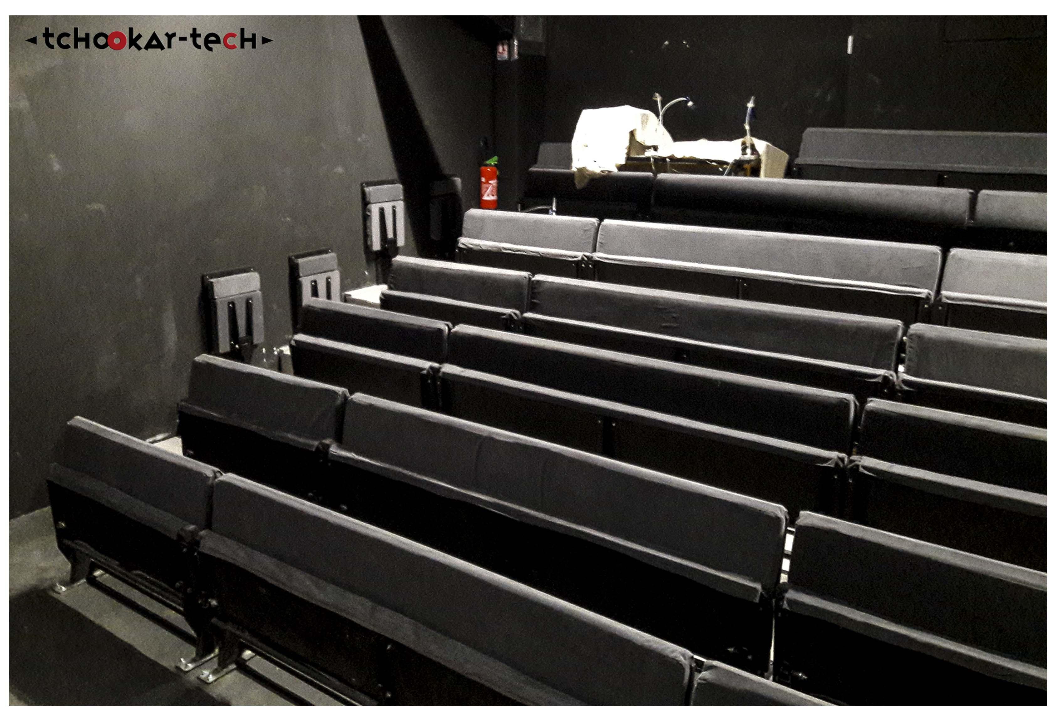 Gradin de 96 places - Structure bois - Assises bois et métal - Théâtre Espace Roseau Avignon